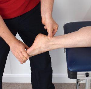 caviglie gonfie cura e trattamento