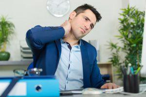 Dolore al collo per postura scorretta