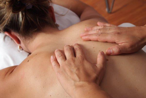 dolore alla schiena alta