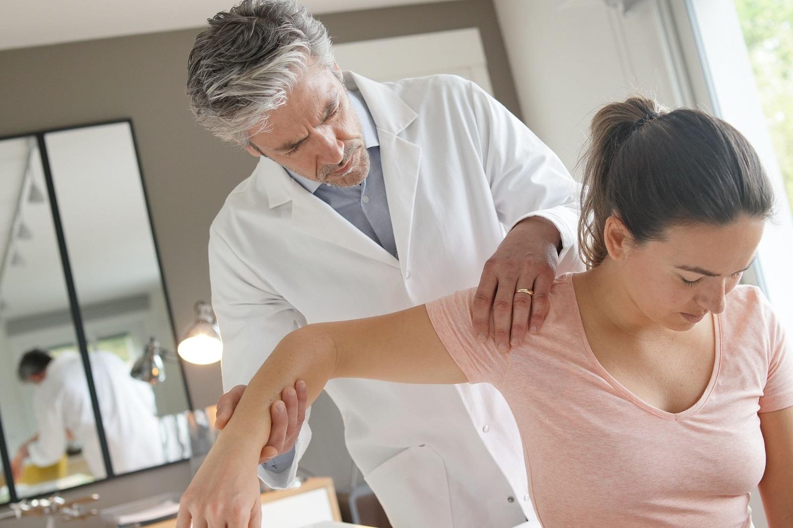 esercizi riabilitazione spalla